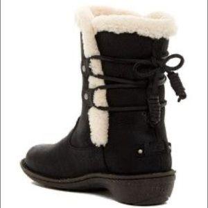 Black Akadia Ugg Boots